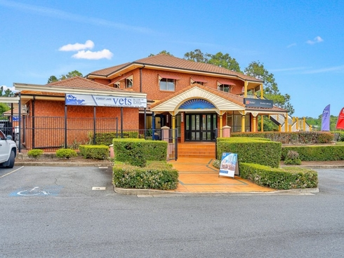 2/3 The Esplanade Forest Lake, QLD 4078