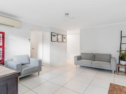 2/11 Academy Street Oxenford, QLD 4210