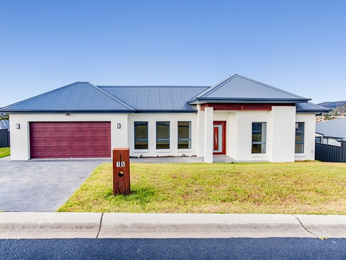 15 Hillcrest Avenue Lithgow, NSW 2790