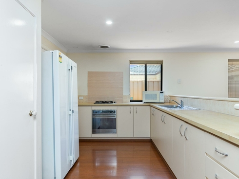 98 Amherst Road Canning Vale, WA 6155