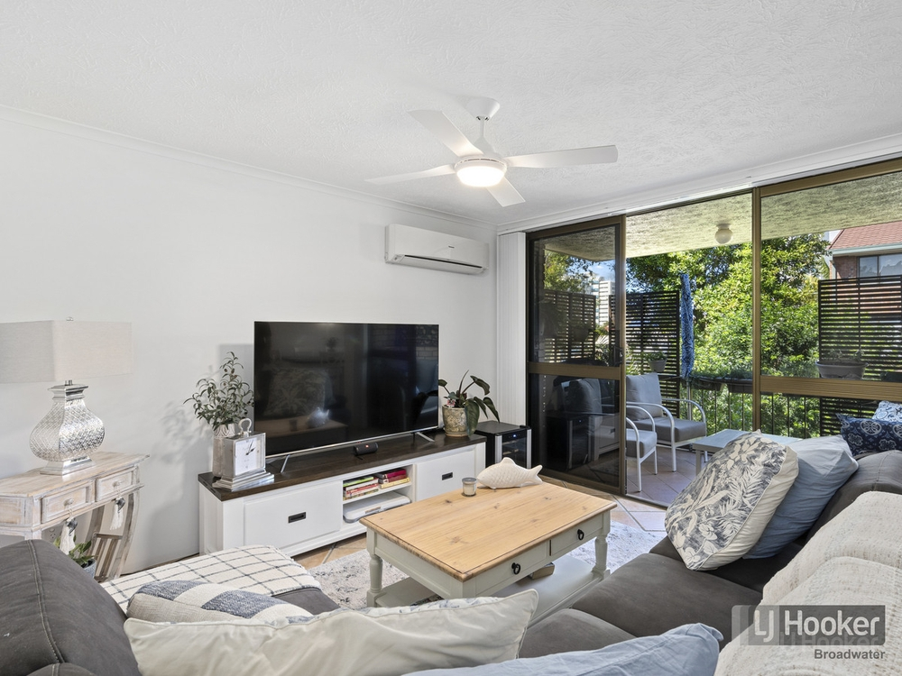 9/33 Whiting Street Labrador, QLD 4215