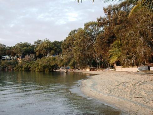 30 Kim Cres Macleay Island, QLD 4184