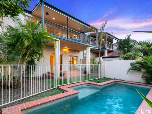 2/15 Donkin Street Scarborough, QLD 4020