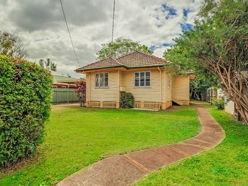 19 Berrimilla Street Manly West, QLD 4179