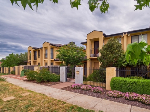 86 Mary Gillespie Avenue Gungahlin, ACT 2912