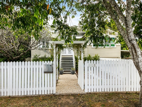 5 Luya Street Fairfield, QLD 4103