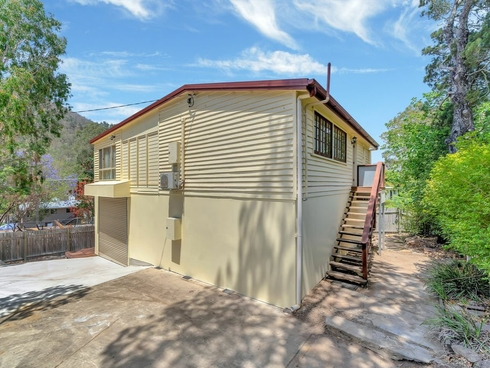 9 Edward Street Somerset Dam, QLD 4312