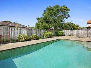 98 Harrier Drive Burleigh Waters , QLD, 4220