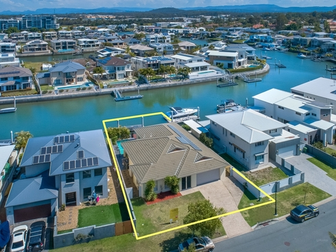 99 Compass Drive Biggera Waters, QLD 4216