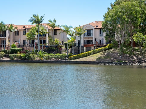 3/2 Beachcomber Court Burleigh Waters, QLD 4220