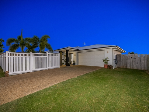 17 Back Hill Drive Coral Cove, QLD 4670