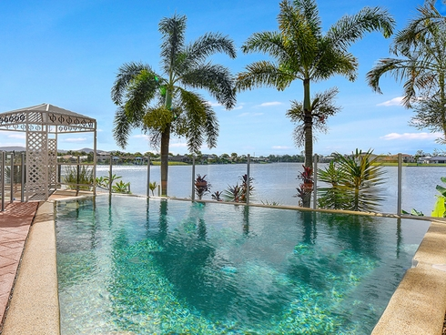 64 Lakeshore Drive Helensvale, QLD 4212