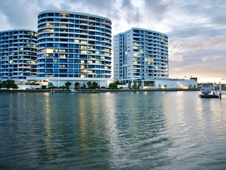4203/5 Harbour Side Court Biggera Waters , QLD, 4216