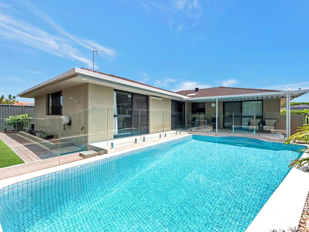 29 Arcadia Drive Mermaid Waters, QLD 4218