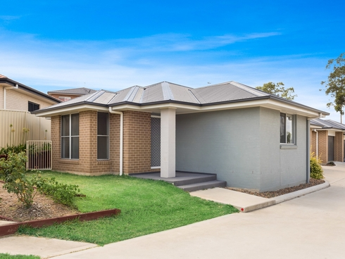 1/61 Clayton Crescent Rutherford, NSW 2320
