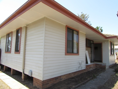 64 Chamberlain Street Campbelltown, NSW 2560