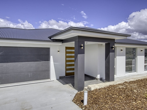 12 Trask Street Coombs, ACT 2611