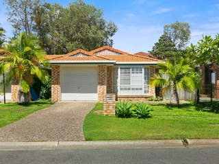 2/79 Cootharaba Drive Helensvale , QLD, 4212