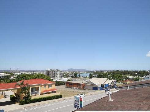 Unit 11/30 Goondoon Street Gladstone Central, QLD 4680