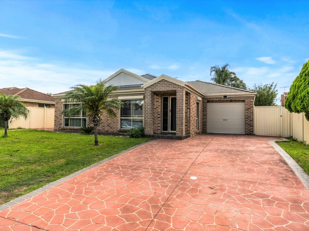 15 Rogan Crescent Prairiewood, NSW 2176