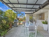 8 BON AIRE Court Clear Island Waters, QLD 4226