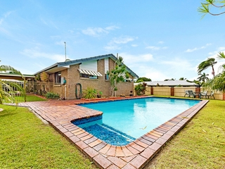 2 Falcon Court Burleigh Waters , QLD, 4220